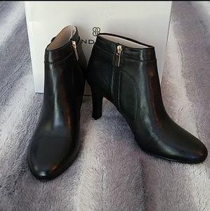 Bandolino Shoes - Bandolino Booties size 9.5 NWT